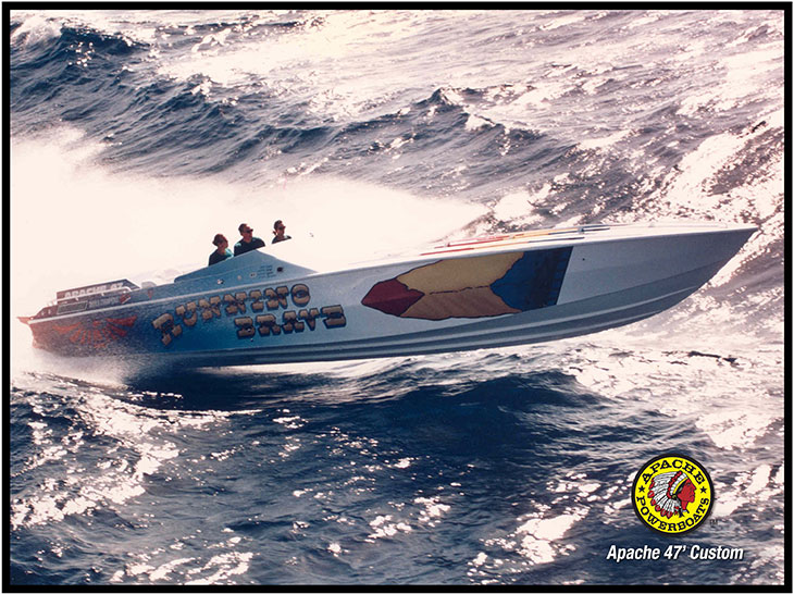 Running Brave 47' - Apache Powerboats